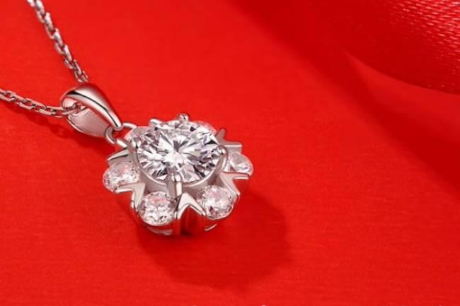 Moissanite Blooming Diamond Pendant Necklace Jewelry